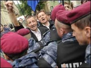 Учасники протесту у Львові проти політики В. Януковича