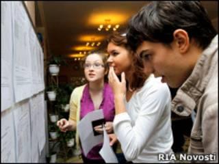 Московские школьники перед сдачей ЕГЭ