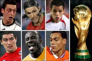 Desde arriba a la izquierda en el sentido de las agujas del reloj: Mesut Ozil, Danny, Alexis Sánchez, Gregory van der Wiel, Seydou Doumbia y Aleksander Kolarov