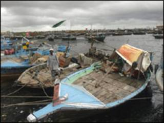 ابراہیم حیدری میں پاکستانی مچھیروں کی کشتیاں