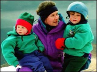 Alison Hargreaves com os filhos Tom, à direita, e Kate
