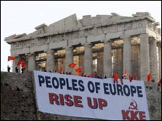 Manifestantes gregos protestam contra medidas de austeridade