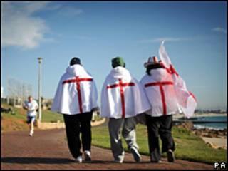 Hinchas de Inglaterra en Puerto Elizabeth