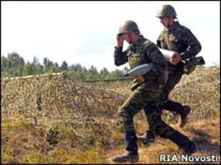Российские солдаты на артиллерийском полигоне (архивное фото)