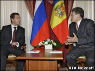 И.о. президента Молдовы Михай Гимпу на встрече с Дмитрием Медведевым