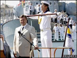 Віктор Янукович бере участь у святкуванні Дня флоту України у Севастополі