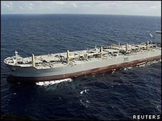 """O petroleiro 'Baleia"""" no Golfo do México (foto: Reuters)"""