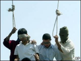 Повешение двух геев в Иране