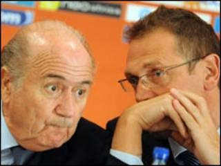 Rais wa FIFA Sepp Blatter na katibu mkuu Jerome Valcke
