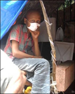 ممبئی کے کینسر مریض جو فٹ پاتھ پر رہتے ہیں