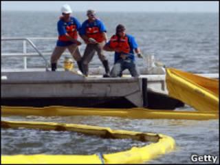 عملیات پاکسازی نفت در خلیج مکزیک