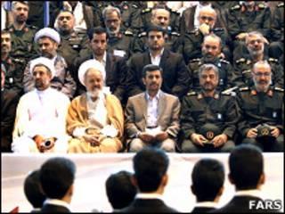 محمود احمدی نژاد در میان فرماندهان سپاه