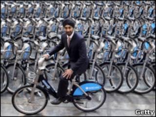 伦敦市长交通顾问展示出租的车辆