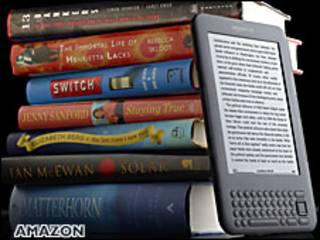 Kindle 3 junto a libros