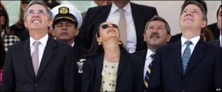 Álvaro Uribe, Lina Moreno y Juan Manuel Santos