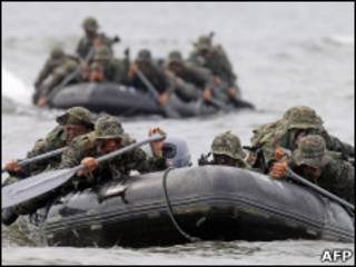 Лодка с военнослужащими