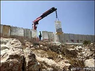 تخریب دیوار امنیتی