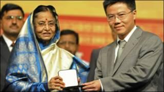 Bà Pratibha Patil, Tổng thống Ấn Độ trao huy chương Fields cho Giáo sư Ngô Bảo Châu