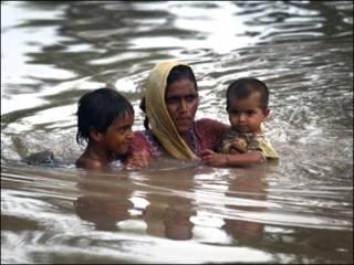 पाकिस्तान की बाढ़ से दो करोड़ लोग प्रभावित हैं