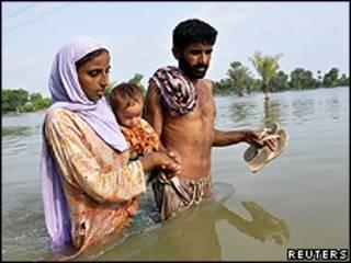 Vítimas das cheias no Paquistão/Reuters