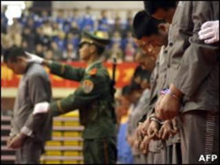 Execução pública de condenados em 2004 na cidade de Wenzhou