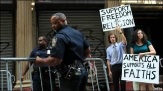 تجمع موافقان و مخالفان ساخت مسجد در نیویورک