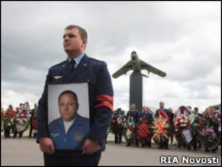 Прощание с погибшим летчиком Игорем Ткаченко