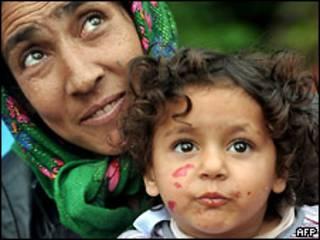 Румынские цыгане после возвращения из Франции