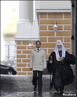 Российский президент Дмитрий Медведев и патриарх Кирилл