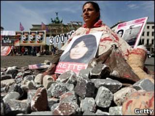Протесты в Европе против смертного приговора Аштиани
