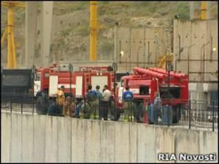 Пожарные машины у Ирганайской ГЭС