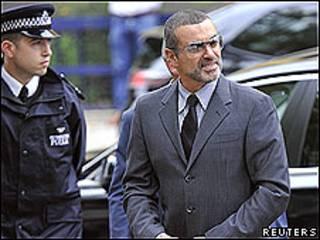 George Michael a su llegada a los tribunales