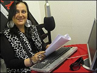 La activista boliviana Maria Galindo en el estudio de la radio