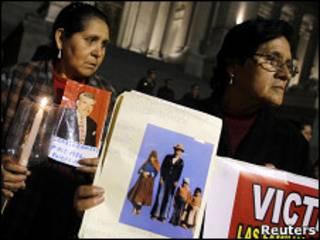 Familiares de víctimas del conflicto armado protestan contra el Decreto 1097