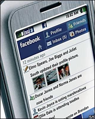 El primer tléfono con integración a Facebook, el INQ1 de 2008L