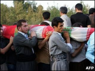 تشییع جنازه کشته های انفجار در مهاباد