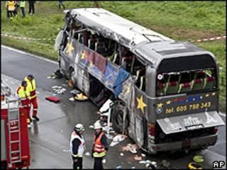 Local do acidente de ônibus nos arredores de Berlim