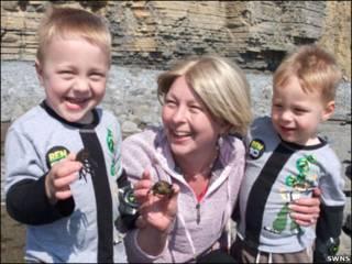 Kate Greene e os filhos Reef e Finn