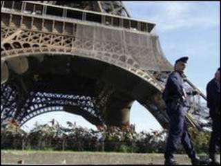 पैरिस की आयफ़िल टावर