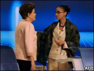 Dilma e Marina se cumprimentam após debate no dia 30
