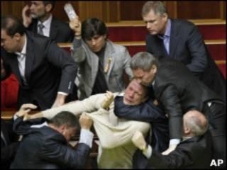 Скандал – оружие украинского политика
