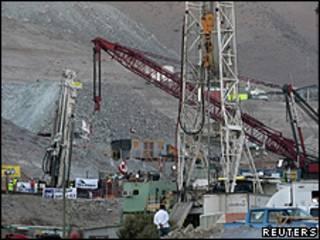 Perfuradoras, entre elas a T-130, na mina no norte do Chile (Reuters)