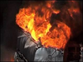 Caminhão-tanque da Otan pega foto após ataque