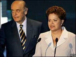 José Serra e Dilma Rousseff no debate deste domingo