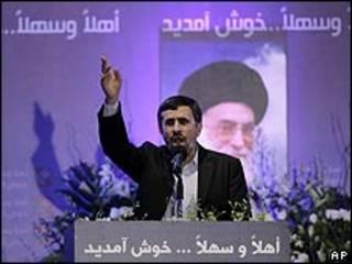 Mahmoud Ahmadinejad al dar un discurso en Líbano el miércoles 13 de octubre