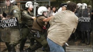 Поліція розганяє акцію протесту
