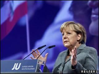 Ангела Меркель на конференции в Потсдаме