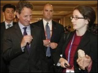 Secretário americano Timothy Geithner (2º à esquerda)