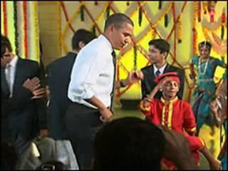 Obama em visita a escola de Mumbai