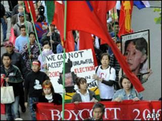 Сторонники оппозиции протестуют против результатов выборов